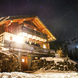 Hütte in Flachau bei Nacht